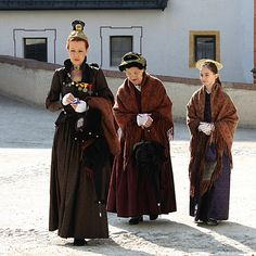 25. April 2010: Salzburger Bürgerinnen in ihrer Tracht mit traditionellen Goldhauben