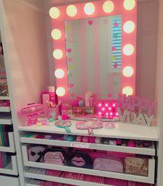 Tocador rosa Cute Room Ideas, Cute Room Decor, Teen Room Decor, Bedroom Decor, Makeup Room Decor, Makeup Rooms, Kawaii Room, Vanity Room, Girl Bedroom Designs