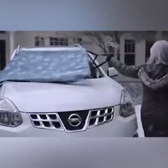 Universal Premium Windshield Snow Cover Sunshade 🤔How to remove the snow from the windshield of the car? 😱this is the best way. Maserati Ghibli, Aston Martin Vanquish, Bmw I8, Rolls Royce, Accessoires Jeep, Auto Gif, Diy Auto, Porsche 718, Windshield Cover