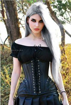Model: Dayana Crunk
