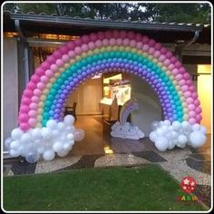 Decoration Love Rain: 80 Ideas and Step by Special Steps to Use In Your Party! Baby Girl Birthday Theme, Care Bear Birthday, Unicorn Themed Birthday Party, Rainbow Birthday Party, Birthday Balloons, Rainbow Party Decorations, Rainbow Parties, Birthday Party Decorations, Deco Ballon