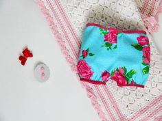Instructions for easy-sew and no-sew baby gifts >> http://www.diynetwork.com/decorating/easy-sew-and-no-sew-baby-gifts/pictures/index.html?soc=pinterest
