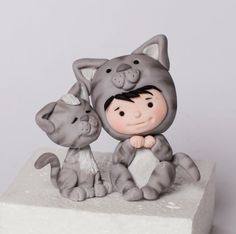 ❤ polimer clay mother and kitten. very tiny and oh so cute. Polymer Clay Cat, Polymer Clay Figures, Polymer Clay Animals, Polymer Clay Projects, Polymer Clay Creations, Reno Animal, Clay Cats, Clay Figurine, Clay Design
