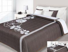 Dwustronne narzuty koloru brązowego do sypialni na łóżko z białymi kwiatami