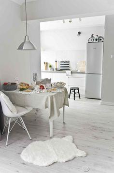 #Modern #kitchen #scandinavian #style. The #white colour in the interior of the kitchen adds space and a sense of cleanliness. #interior #design #ideas #inspirations #decor #black #details #Kuchnia #nowoczesna w #stylu #skandynawskim. Kolor #biały we wnętrzu jakim jest kuchnia dodaje przestronności i poczucie czystości. #wnętrza #design #inspiracje #dekoracje #styl #skandynawski
