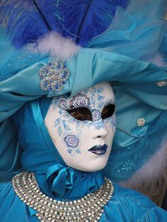 Beautiful in blue. Venice Carnival 2015 by Lesley McGibbon Mais Venetian Costumes, Venice Carnival Costumes, Venetian Carnival Masks, Carnival Of Venice, Venetian Masquerade, Masquerade Costumes, Masquerade Ball, Carnival 2015, Venitian Mask