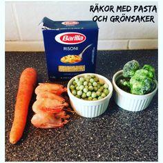 10 st räkor 1/2 dl pasta 1 dl ärtor 1 morot, skalad & hackad 1,5 dl broccoli ••• Koka pastan. Häll av vattnet. Koka morot, broccoli och…
