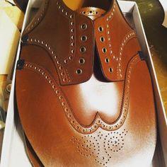 家での靴作りも頑張ります頭がカチカチの紳士靴脳になっていましたがもうちょっと柔らかくかわいい靴やどぎついものにも挑戦したいな  自宅工房をもう少し使いやすく模様替えします
