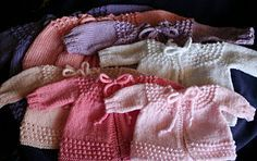 Wishing I was Knitting at the Lake: Baby Jiffy Knit Sweater: free knitting pattern.some crochet is included in this pattern but there are plenty options in knitting that can replace the crochet part Baby Sweater Patterns, Knit Baby Sweaters, Knitted Baby Clothes, Baby Knitting Patterns, Baby Patterns, Knitting For Charity, Knitting For Kids, Free Knitting, Baby Outfits