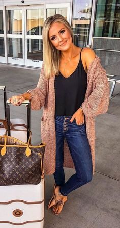 Brilliant Fall Outfits To Wear Now, Spring Outfits, Fall outfit + oversized cardigan + layering tank + skinny jeans. Trendy Outfits, Cute Outfits, Fashion Outfits, Fashion Ideas, Womens Fashion, Cute Travel Outfits, Traveling Outfits, Casual Chic Outfits, Fashion Trends