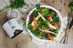Gemüsesalat mit Powertopping, gesunder Salat mit Gojibeeren, healthy vegetable salad, Wintersalat, Gemüsesalat mit Dressing, rustic vegetable salad