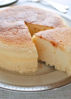 Also called Cotton Cheesecake, Japanese Cheesecake is light, fluffy, moist and less sweet than any other cheesecakes. And it is not difficult to make. No Bake Desserts, Delicious Desserts, Dessert Recipes, Dinner Recipes, Yummy Food, Cheesecake Recipes, Cookie Recipes, Crockpot Recipes, Chicken Recipes