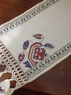 This Pin was discovered by Neş Couture, Quilt Patterns, Embroidery Designs, Projects To Try, Outdoor Blanket, Carpet, Quilts, Stitch, Handmade