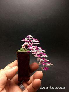 Cascada de color rosa árbol bonsai de alambre