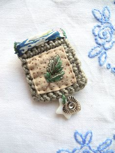 Embroidered leaf crochet liberty fabric brooch door giovabrusa, €20.00