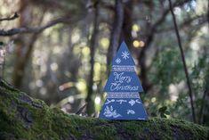 """Έλατο ξύλινο """"Merry Christmas"""" χιονονιφάδες, γκρι Christmas Decorations, Christmas Ornaments, Holiday Decor, Merry Christmas, Home Decor, Merry Little Christmas, Decoration Home, Room Decor, Christmas Jewelry"""