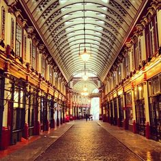 Leadenhall Market in London, Greater London- Diagon Alley Inspiration Architecture Mapping, London Architecture, Places To See, Places Ive Been, Life Of Walter Mitty, Roof Structure, Diagon Alley, Greater London, Secret Life