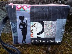"Other side of ""Dark Side of the Moon"" zippered pouch by Tilkunviilaaja - Toinen puoli Kuun pimeä puoli -vetoketjupussukasta"