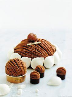 Un Mont-blanc succulent, inratable et à effet garanti : la mythique recette du salon de thé Angelina, fondé en 1903 ! Cette recette a été soufflée par le chef Christophe Appert, chef pâtissier chez Angelina.