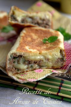 Crepes turques a la viande hachée Gozleme - Amour de cuisine - Gebratenes Fleisch Crepes, Gozleme, Food Tags, Carne Picada, Ramadan Recipes, Turkish Recipes, Arabic Recipes, Arabic Food, Love Food