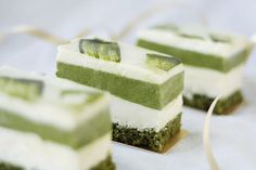 cinnahearts:    Matcha and white chocolate mousse cake (byandrea ♥)