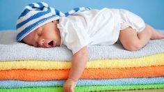 La música para bebés beneficiosa para el desarrollo del bebé incluso cuando está en la barriguita de mamá. Y es que, desde los primeros instantes de vida, el pequeño reacciona a la música y se emociona igual que lo hace un adulto:    > Estimula la frecuencia cardíaca en el feto y la producción de endorfinas en la madre.  > El lenguaje musical ayuda a estimular el oído del niño.  > Canturrear y hacer escuchar música a los niños, aunque sean muy pequeños, les permite estimular sus ganas de…