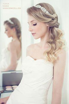 Casamento e Beleza Noiva - Penteado com Tiara (Foto: Larissa Felsen)