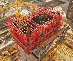 Cuatro Torres Business Area - PERI engineers also took into consideration the site crane