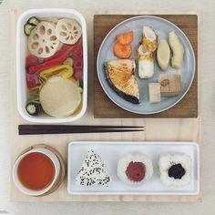 . good morning it's friiiiiiiiiiiday :-}))) . #goodmorning #morning #breakfast #yummy #goodfood #instafood #onthetable  #homemade #foodie #foodstagram #igfood #foodphotography #foodphoto #yum #2eat2gether #S_S_iloveBreakfast #朝食 #早餐 #おむすび  #漬物 #pickles #飯糰 #酸甜漬一週野菜