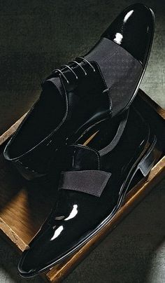 Classic Dress Shoes for Men  |  Click on image to visit www.pooz.com