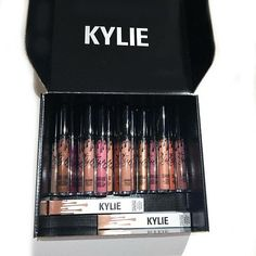 Kylie make Up! Kylie Jenner Lipstick, Maquillaje Kylie Jenner, Kylie Jenner Makeup, Kylie Lip Kit, Kendall Jenner, Makeup Brands, Best Makeup Products, Beauty Products, Skin Makeup