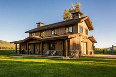 Шикарный особняк стоимостью 11 миллионов долларов предлагается в штате Юта, США.  Дом построен в 2007 году на участке площадью более 26 гектаров. Выполненный из дерева и камня, он напоминает стильный деревенский дом.