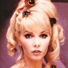 Stage/screen/TV actress Stella Stevens turns 76 today - she was born in Some of her roles include The Battle of Cable Hogue and The Posiden Adventure. She's mom to actor Andrew Stevens. Vintage Hairstyles, Girl Hairstyles, Stella Stevens, Actor Secundario, Musical Hair, Celebrity Beauty, Up Girl, Classic Beauty, Hollywood Stars