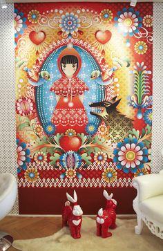 Apaixonada pelas tonalidades e pelas formas da natureza exuberante de seu país, a colombiana Catalina Estrada desenvolve estampas coloridas e encantadoras de papel de parede.