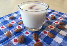 Nefis ve faydalı badem sütü nasıl yapılır?badem sütü tarifi nedir?Badem sütünün faydaları nedir?badem sütü nelere faydalıdır?Kalp dostu badem sütü tarifi