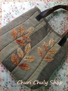 trendy ideas for patchwork quilting bag yoko saito Japanese Patchwork, Japanese Bag, Patchwork Bags, Crazy Patchwork, Patchwork Quilting, Quilted Handbags, Quilted Bag, Denim Bag, Purse Patterns