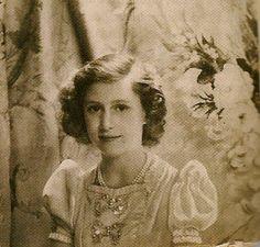 Princess Elizabeth, age 16 (Photo by Cecil Beaton, Elizabeth Queen Of England, Princess Elizabeth, Princess Margaret, Queen Elizabeth Ii, Royal Monarchy, British Monarchy, Hm The Queen, Her Majesty The Queen, Celebrities Exposed