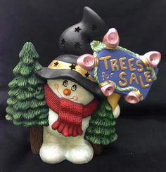 Muñeco de nieve vende pinitos de navidad