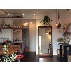 kurobarさんの、照明,ドライフラワー,ミシン台,アンティーク,ミラー,造作家具,植物,リノベーション,部屋全体,のお部屋写真