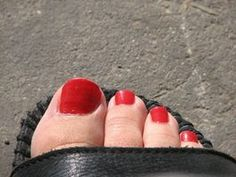 how to clean yellow toenails