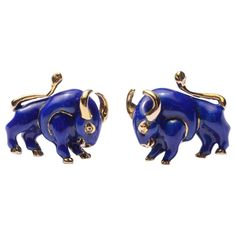 View this item and discover similar for sale at - These exceptional Bull cufflinks by David Webb are perfect miniature sculptures. Both the body of the animal as well as the toggle are beautifully decorated. Africa Necklace, David Webb, Vintage Cufflinks, Fine Jewelry, Men's Jewelry, Well Dressed Men, Animal Jewelry, Animal Design, Other Accessories