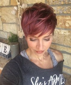 60 best short haircuts for - Neue Frisuren - Cheveux Red Pixie Cuts, Short Hair Trends, Short Pixie Haircuts, Red Pixie Haircut, Short Hair With Bangs, Funky Short Hair, Haircut And Color, Rose Gold Hair, Great Hair