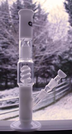 weedwanderlust:Bong as white as freshly fallen snow