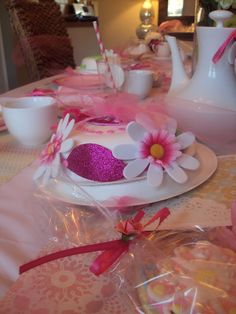 The kids had so much fun making these tea party hats out of paper plates and bowls. Great idea for a tea party : )