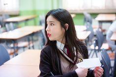 """시월의 시간 on Twitter: """"190107 #이달의소녀 #LOOΠΔ #희진 #HeeJin @loonatheworld  그대가 가는 길이 아름다운 꽃길이다✍️🌻… """" High School Graduation, Graduate School, Sooyoung, South Korean Girls, Korean Girl Groups, Rapper, Anime School Girl, The Masterpiece, Olivia Hye"""