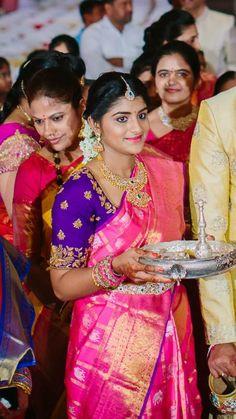 Pinterest :@achyi Indian Attire, Indian Wear, Bridal Silk Saree, Silk Sarees, Red Wedding Lehenga, Punjabi Wedding, Indian Sarees, Pattu Saree Blouse Designs, Maggam Work Designs