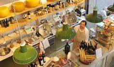 PARMA & CO MILANO - Mix between restaurant and shop: you can eat inhouse and buy all things to go
