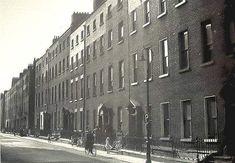 @PeelLorna/Dublin / Twitter Photo Engraving, York Street, Georgian Homes, Dublin Ireland, Old Photos, New York Skyline, Suffragettes, Kai, Green