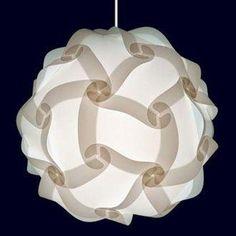 Materiales:  1- Se necesitan 30 piezas de acetato, aunque se pueden usar otros materiales (papel, cartón), con la siguiente forma (medida debe ser que nos entren 2 plantillas en una hora tamaño A4):      2- Un porta lámparas  3- cable  4- bombilla de luz    Paso a