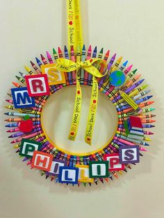 crayon wreath I made for my daughters teacher.DIY crayon wreath I made for my daughters teacher. Teacher Wreaths, School Wreaths, Wreath Crafts, Diy Wreath, Fall Tulle Wreath, Clothespin Crafts, Wreath Ideas, Teacher Appreciation Gifts, Teacher Gifts